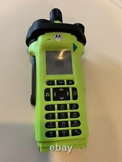 MOTOROLA APX 6000XE 7/800 P25 Two-Way Radio with battery and antenna
