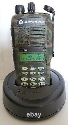 MOTOROLA HT1250 UHF 403-470 MHz Police Fire EMS Two-Way Radio AAH25RDH9AA6AN HT