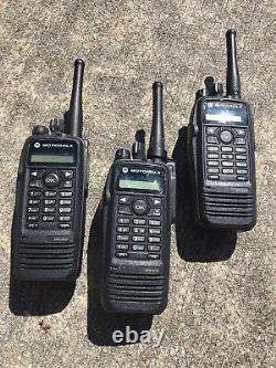 Motorola XPR 6550 Mototrbo Digital Two Way Portable Radio with UHF Antenna