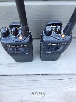 (25) Motorola Ht750 Deux Sens Portable Radios Vhf 136-174mhz 16ch Aah25kdc9aa3an