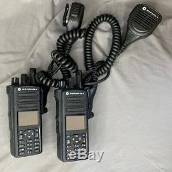 (2) Motorola Mototrbo Xpr7580 900mhz Radios Bidirectionnelles Portables Avec Accessoires