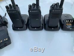 3 Motorola Xpr3300e Radios Bidirectionnelles Avec Chargeurs, Batteries Et Micros De Impres