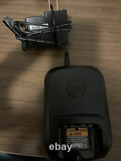 Lot De 2 Motorola Xpr 3300e Uhf Mototrbo Radio Portable À Deux Sens Avec Chargeur