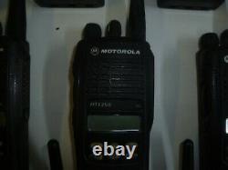 Lot De 34 Motorola Ht1250 403-470 Mhz Uhf Two Way Radio Aah25rdf9aa5an