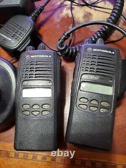 Lot De 3 Motorola Ht1250 Ls + Uhf Portable Aah25sdh9dp5an Two Way Radio