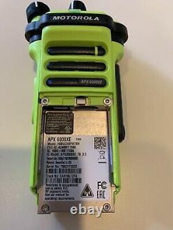 Motorola Apx 6000xe 7/800 P25 Radio À Deux Voies Avec Batterie Et Antenne