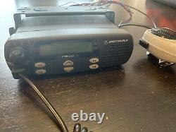 Motorola Cdm1250 Radio À Deux Voies Avec Support De Montage Microphone Et Câblage Couettes