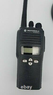 Motorola Cp200xls 438-470 Mhz Uhf Radio À Deux Voies Aah50rdf9aa5an Avec Chargeur Oem