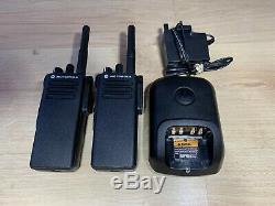 Motorola Dp4400 Uhf Radios Bidirectionnelles Withbatteries Et Chargeur