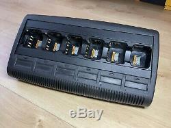 Motorola Dp4400 Uhf X 6 Radios Bidirectionnelles Withbatteries Et Impres Multi Charger