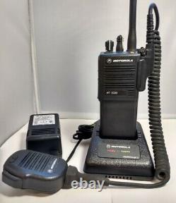 Motorola Ht1000 H01kdc9aa3dn Vhf 136-174mhz Police Fire Ems Radio Dans Les Deux Sens