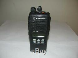 Motorola Ht1250 Uhf 450-512mhz Two Way Radio Aah25sdf9aa5an Avec Chargeur