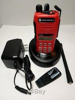 Motorola Ht1250 Vhf 136-174 Mhz Radio Bidirectionnelle Avec Accessoires Aah25kdh9aa6an