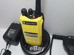 Motorola Ht1250 Vhf 136-174mhz 128ch Sécurité Publique À Deux Voies Radio Aah25kdf9aa5an