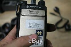 Motorola Ht1250 Vhf 136-174mhz Radio Bi-aah25kdf9aa5an Avec Chargeur