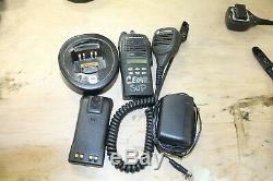Motorola Ht1250 Vhf 136-174mhz Radio Bidirectionnelle Aah25kdf9aa5an Avec Micro Et Chargeur