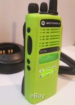 Motorola Ht1250 Vhf Police 136-174mhz Incendie Ems Deux Voies Radio Aah25kdf9aa5an