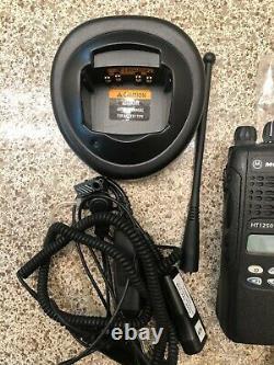 Motorola Ht1250ls+ 200mhz Portable Radio Aah25mdf4dp5an Two Way Radio