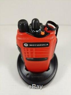 Motorola Ht750 16ch Vhf 136-174 Mhz Deux Voies Radio Aah25kdc9aa3an Rouge