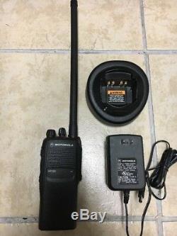 Motorola Ht750 Basse Bande 29-42mhz 16 Canal Radio Deux Voies Aah25bec9aa3an Cp Ht