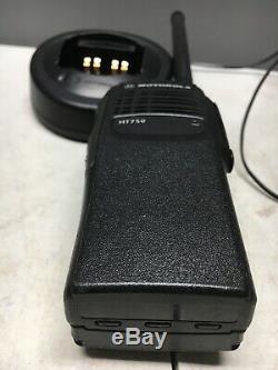 Motorola Ht750 Basse Bande 35-50mhz De 6w Deux Voies Portable Radio Aah25cec9aa3an