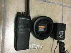 Motorola Ht750 Vhf 136-174mhz De 5watt Deux Voies Portable Radio Aah25kdc9aa3an