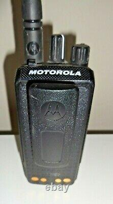 Motorola Mototrbo Xpr3500e Modèle Aah02rdh9va1an Two Way Radio & Free Shipping