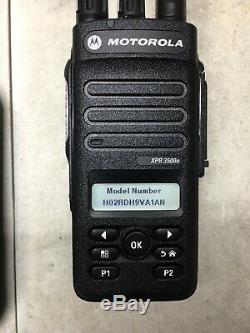 Motorola Mototrbo Xpr3500e Uhf Aah02rdh9va1an Radio À Deux Voies Avec Chargeur