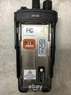 Motorola Mototrbo Xpr7550 Vhf 136-174mhz Deux Sens Portable Radio Aah56jdn9ka1an