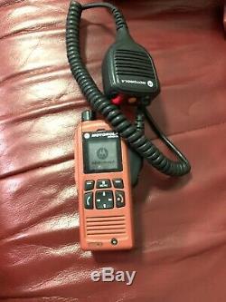 Motorola Mtp850 Ex Tetra 806-870 Mhz Uhf Gps Radio À Deux Voies Avec Haut-parleur À Distance