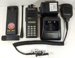 Motorola Mts2000 Modèle III Portable À Deux Voies Radio H01uch6pw1bn Avec MIC