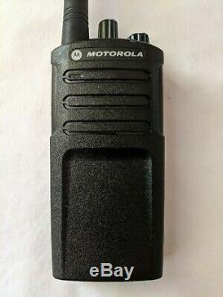 Motorola Rmv2080 Vhf Remis À Neuf À Deux Voies Radio 2 Watts 8 Canaux