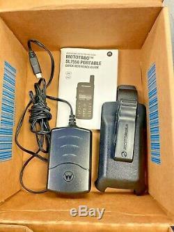 Motorola Sl7550 Uhf 403-470 Numérique Radio À Deux Voies Aah81qcn9na2an Avec Holster