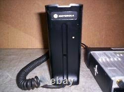 Motorola Xpr4550 Radio Dans Les Deux Sens Avec Micro De Bureau Aam27qnh9la1an Travail Garanti