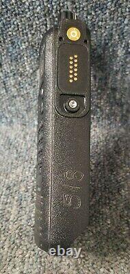Motorola Xpr6550 Uhf Digital Dmr Mototrbo Ensemble De 2 Radios 403-470 Bon Avec Mics