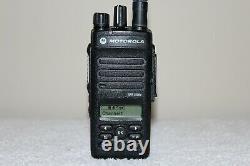 Motorola Xpr 3500e Uhf Digital (aah02rdh9va1an) Radio Dans Les Deux Sens Avec Accessoires