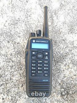 Motorola Xpr 6550 Mototrbo Radio Numérique À Deux Voies Portable Avec Antenne Uhf