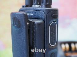 Motorola Xpr 7350e Vhf 136-174mhz 5w Radio Dans Les Deux Sens Avec Chargeur Fonctionne Testé