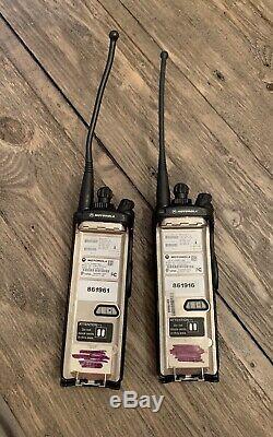 Motorola Xts 5000 Modèle II H18ucf9pw6an 700 / 800mhz Radio À Deux Voies (lot De 2)