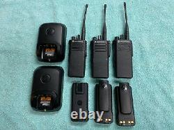Trois (non Programmé) Motorola Xpr 7380 32 Channel Portable Two Way Radios
