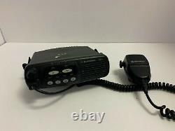 Utilisé Motorola 4-channel Vhf Two-way Mobile Radio Aam25kkc9aa1an Cdm750
